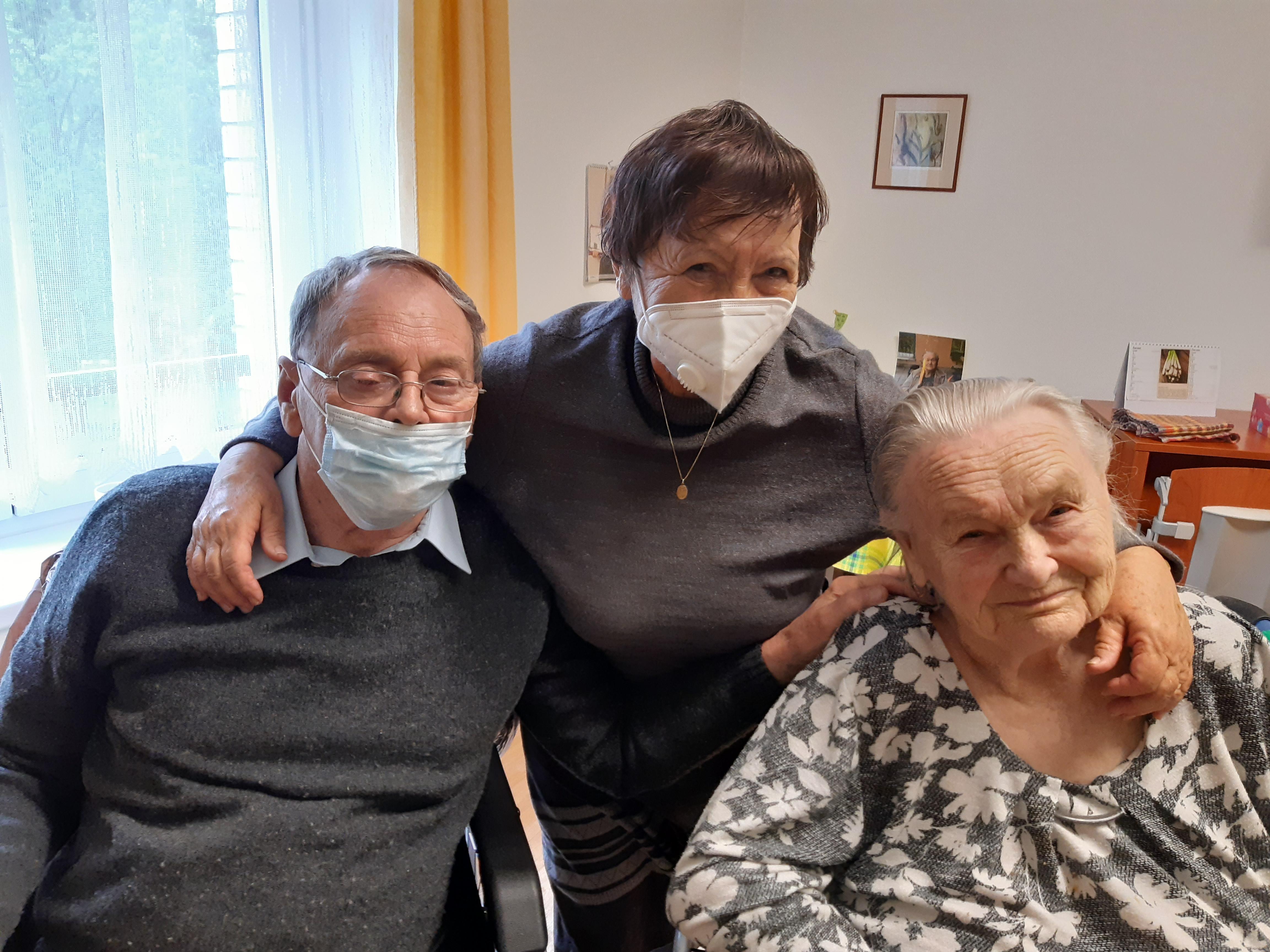 Seniorům z Astry kontakt s vrstevníky chyběl, nyní se život v denním centru vrací do normálu