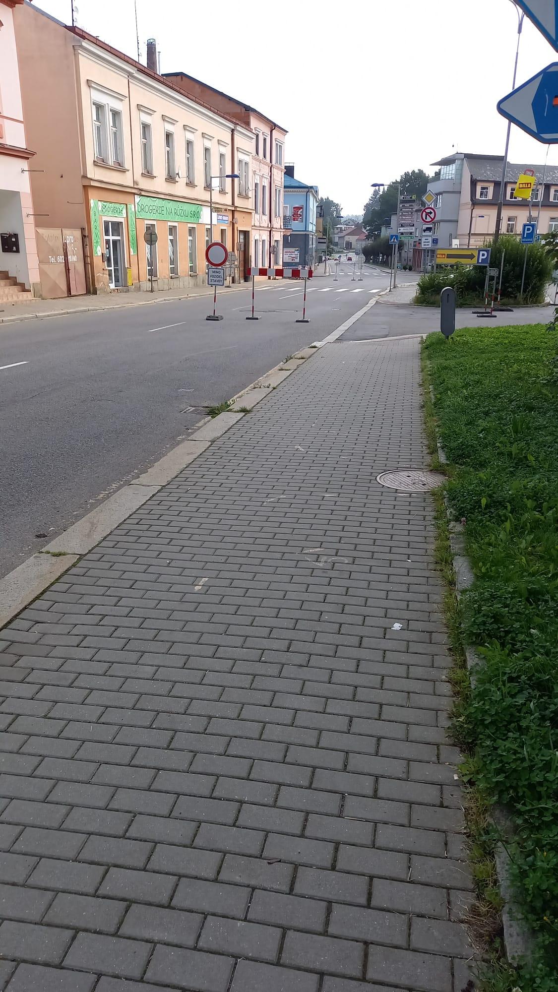 Úplná uzavírka provozu v úseku ulice Na Kasárnách
